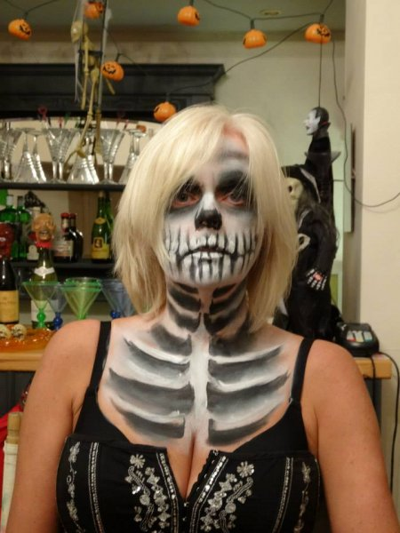 halloween face painting skeleton lady